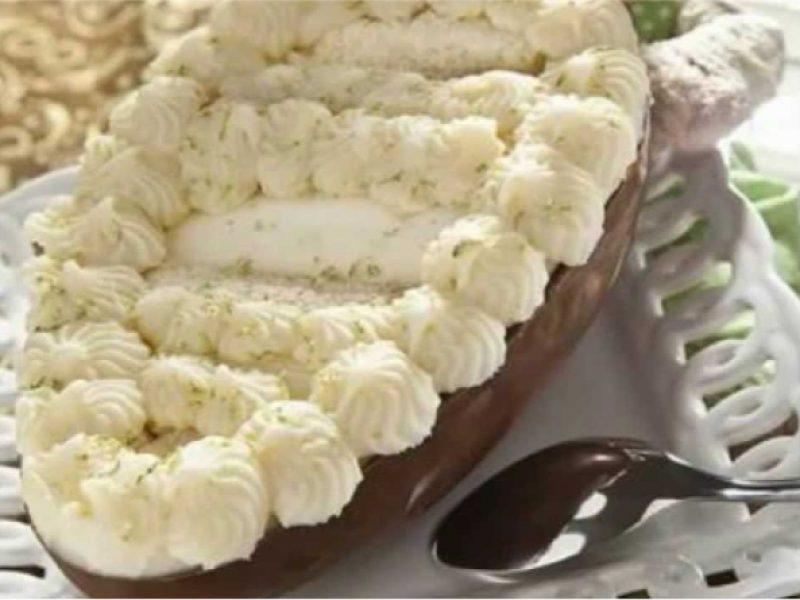 Bolo Trufado de Limão no Ovo de Chocolate