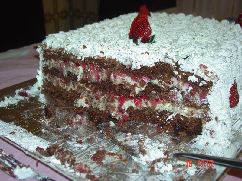 Torta de Brigadeirão com Chantilly